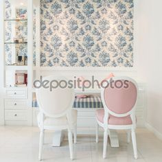 Muebles de estilo clásico de la vendimia en una sala de estar — Imagen de stock #67285627
