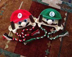 Luigi viene en todos tamaños de recién nacido al adulto, ser específico, tamaño de pedido y si quieres que la gorrita tejida estilo o cuerda para amarrar. También Compruebe hacia fuera Mario y mi tan esperado juego de Mario y Luigi
