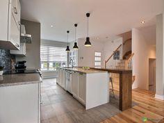 Magnifique maison à étage avec garage de style californien construite en 2014 sur une rue...