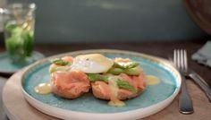 Kijk wat een handige video op Allerhande! Allerhande loves eggs benedict