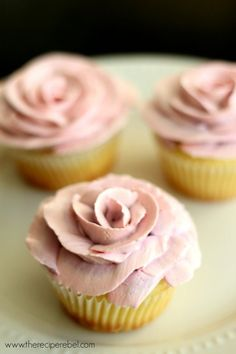 Lemon White Chocolate Cupcakes with ombré roses | www.thereciperebel.com