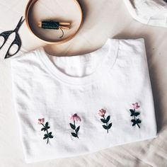 Modern Embroidery, Diy Embroidery Shirt, Embroidery Stitches Tutorial, Embroidery On Clothes, Flower Embroidery Designs, Simple Embroidery, Embroidered Clothes, Embroidery Fashion, Hand Embroidery Designs