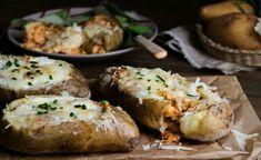 Γεμιστές πατάτες με Κρητική Γραβιέρα, κιμά κοτόπουλο και γιαούρτι Xmas Food, Baked Potato, Baking, Xmas Recipes, Ethnic Recipes, Bakken, Backen, Baked Potatoes, Oven Potatoes