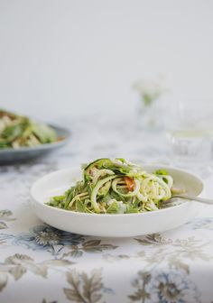 Spicy shrimp with zucchini noodles and peanuts all done in one pan in under 10 minutes! Raw Food Recipes, Vegetable Recipes, Asian Recipes, Vegetarian Recipes, Snack Recipes, Cooking Recipes, Healthy Recipes, Ethnic Recipes, Marinated Tofu