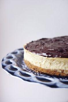 """Skvělý cukrfree koláč, který je v našich končinách spíše známý jako """"Číský dort"""" nebo dokonce """"Chéze Kake"""", se kterým byste v Prostřenu určitě zabodovali! Healthy Cake, Healthy Baking, Healthy Recipes, Raw Vegan, Cheesecake Recipes, Cheesecakes, Sugar Free, Great Recipes, Food And Drink"""