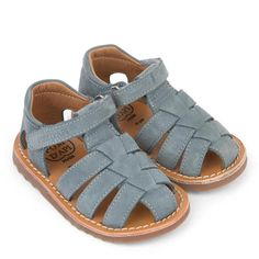 Children and Young Shoes Flats Sandals, Baby Sandals, Kids Sandals, Toddler Sandals Boys, Toddler Boys, Kid Shoes, Chuck Taylors, Converse Chuck Taylor, Kids Fashion