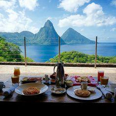 #GoodMorning #riseandshine your #breakfastwithaview awaits........................................ . . . #OnlyInSaintLucia  #Caribbean . . . . : @explorewithlor @jademountainstlucia
