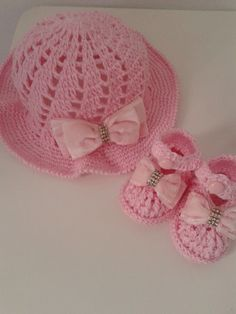 sapatinho com chapéu rosa bebê