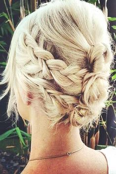 What's the Difference Between a Bun and a Chignon? - How to Do a Chignon Bun – Easy Chignon Hair Tutorial - The Trending Hairstyle Casual Updos For Long Hair, Thin Hair Updo, Prom Hairstyles For Short Hair, Side Hairstyles, Braids For Short Hair, Straight Hairstyles, Braided Hairstyles, Wedding Hairstyles, Braided Updo
