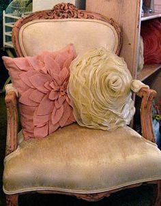 De-stink and un-funk vintage furniture. Here's how. ° Love the vintage chair and the pink pillow on the left. I've been meaning to make a pillow like that. SR <3