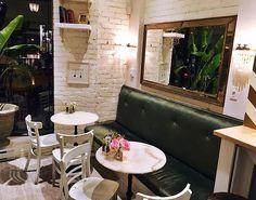 Gourmet Salad, Montreal, Palm, Decor Ideas, Mirror, Places, Instagram Posts, Furniture, Home Decor