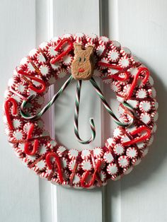 The experts at HGTV.com show you how to turn iconic holiday candies into a kitschy wreath.