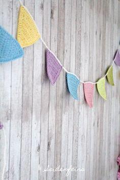 seidenfeins Blog vom schönen Landleben: gehäkelte Frühlings - Wimpelkette * DIY * crocheting a spring pennant chain !