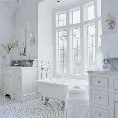 clawfoot bath + french windows = love!