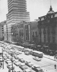 El desaparecido cine Cinelandia, que se caracterizaba por presentar películas para niños, se ubicaba al lado de la ya existente Torre Latinoamericana, en la Avenida San Juan de Letran que entonces era de doble sentido. Años 60s Créditos: La Ciudad de México en el Tiempo.