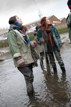 Mudding Girls, Rubber Raincoats, Pvc Raincoat, Rain Gear, Wellington Boot, Wet Look, Green Life, Rainy Days, Hunters