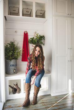 2018 Christmas Decorating Ideas - Home Bunch Interior Design Ideas Rustic Decor, Farmhouse Decor, Pumpkin Flower, Interior Decorating, Decorating Ideas, Interior Design, Country Homes, Metallic Colors, Creative Decor