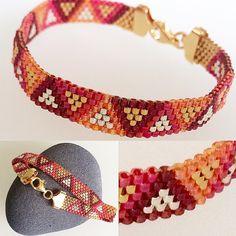 Beads Jewelry, Beaded Jewelry Patterns, Seed Bead Earrings, Jewelry Crafts, Seed Bead Crafts, Loom Bracelet Patterns, Woven Bracelets, Christmas Jewelry, Jewelry Making