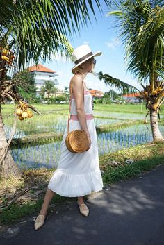 Travel Guide: Where to Eat, Sleep & Shop in Bali, Indonesia Gap Year Outfits, Malang, Panama, Bali Shopping, Bali Fashion, Fashion Art, Special Birthday Gifts, Bali Travel, Best Places To Eat