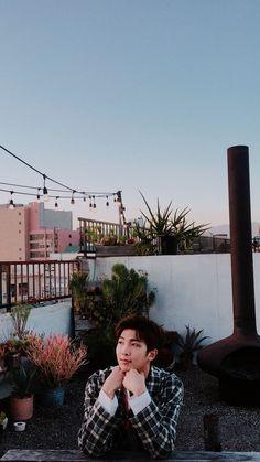 this is literally such a pretty photo Seokjin, Kim Namjoon, Rapmon, Yoongi, Bts Bangtan Boy, Bts Taehyung, Bts Jimin, Foto Bts, Bts Photo