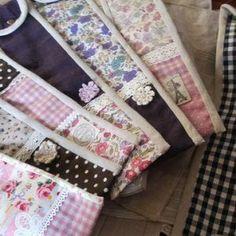 手作りのリコーダーケースでお子さまも大喜び!2パターン作り方紹介 Sewing Hacks, Floral Tie, Bag Accessories, Diy And Crafts, Recycling, Pouch, How To Make, Kids, Handmade