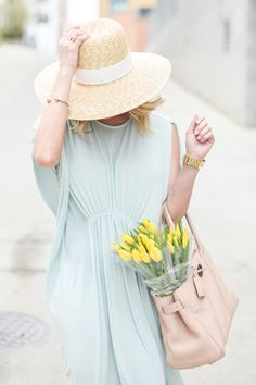 Tips on how to wear pastels in spring/summer Moda Fashion, Fashion Bags, Colourful Outfits, Pretty Pastel, Madame, Pastel Colors, Pastels, Spring Summer Fashion, Spring City