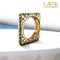 Square polki kada with green enamel. India Jewelry, Jewelry Patterns, Gold Bangles, Wedding Jewelry, Wedding Accessories, Churidar, Decoration, Antique Jewelry, Jewelry Collection