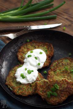 Cuketové placky / Zucchini bannocks Just Eat It, A Food, Zucchini, Healthy Recipes, Healthy Food, Pizza, Eggs, Breakfast, Kitchen