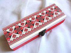 #Cutie cu #elemente #etnofolclorice #tradiţionale #româneşti, cutie #bijuterii / #Box with #traditional #Romanian #ethno #folkloric #elements, #jewelry box / #루마니아어 #전통적인 #민족의 #민속 #요소 #상자, #보석 #상자 http://handmade.luxdesign28.ro/produs/cutie-cu-elemente-etno-folclorice-traditionale-romanesti-cutie-bijuterii-29320/