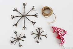 A collection of fabulous DIY Rustic Christmas home decor ideas and crafts! Includes a tutorial for Rustic Twig Christmas Ornaments. Homemade Christmas, Diy Christmas Gifts, Rustic Christmas, Christmas Art, Simple Christmas, Christmas Decorations, Christmas Ideas, Holiday Decorating, Decorating Ideas