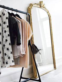 dressing corner via Paris Apartment