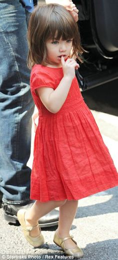 Kate's little style guru: How Tom Cruise's seven-year-old daughter Suri has a royal copycat - Kids Hairstyles Baby Girl Hairstyles, Hairstyles With Bangs, Katie Holmes, Toddler Haircuts, Toddler Haircut Girl, V Hair, Hair Cut, Baby's First Haircut, Kids Cuts