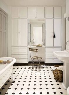 Closed storage in a Finnish bathroom Bathroom Inspiration, Bathroom Accessories, Bathrooms, Tiles, Spa, Dressing, Swimming, Flooring, Black And White