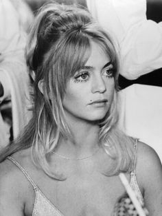 Vintage Hairstyles Goldie Hawn - We're smack in the middle of wedding season, which means you could definitely use a pretty new way to wear your hair. 1970s Hairstyles, Cute Hairstyles For Short Hair, My Hairstyle, Vintage Hairstyles, Wedding Hairstyles, Short Hair Styles, Disco Hairstyles, Everyday Hairstyles, Goldie Hawn