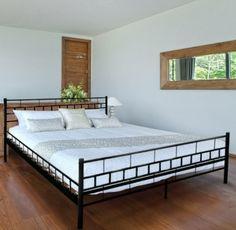 Schwarzes Metallbett in modernem Design für Ihr Schlafzimmer. Lieferbar in schwarz und weiß, sowie in verschiedenen Größen. Online bestellen bei Jago24.