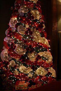 Christmas tree ideas-I Wish I Knew How To Do This! Ribbon On Christmas Tree, Noel Christmas, Winter Christmas, Christmas Lights, Christmas Wreaths, Christmas Crafts, Red And Gold Christmas Tree, Xmas Tree, Christmas Ideas