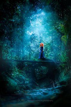 New Addition to Annie Leibovitz's Disney Dream Portrait Series: Jessica Chastain as Merida Brave Wallpaper, Frühling Wallpaper, Cute Disney Wallpaper, Disney Collage, Disney Fan Art, Disney And Dreamworks, Disney Pixar, Brave Pixar, Brave Cartoon
