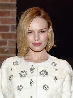 Here Inspire Short Celebrity Hairstyles For Copying ! We have collected the latest short hairstyles from celebrities that can inspire you. Kate Bosworth Her blonde Celebrity Short Haircuts, Celebrity Bobs, Short Celebrities, New Haircuts, Celebrity Makeup, Celebrity Style, Pretty Hairstyles, Bob Hairstyles, Spring Hairstyles