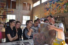Com Josette Troublard, premio de melhor pintora de vitrais da França, lecionando no atelier.