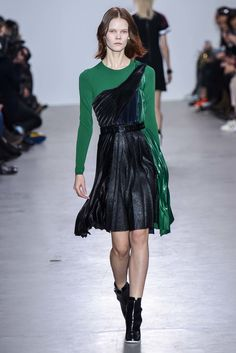 See the complete Cédric Charlier Fall 2015 Ready-to-Wear collection.