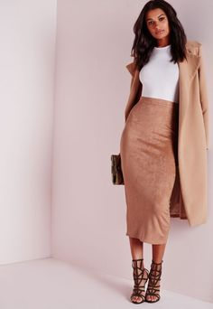 Suede skirts are gorg! Classy Outfits, Chic Outfits, Fall Outfits, Fashion Outfits, Womens Fashion, Gq Fashion, Fashion Skirts, Work Outfits, Midi Skirt Outfit