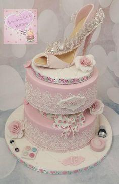 Beautiful Wedding Cakes, Beautiful Cakes, Amazing Cakes, Shoe Cakes, Cupcake Cakes, Cupcakes, Purse Cakes, Teapot Cake, Cakes For Women