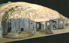 Monumentos megalíticos de la edad de Bronce,  llamados talayots, taulas y navetas.