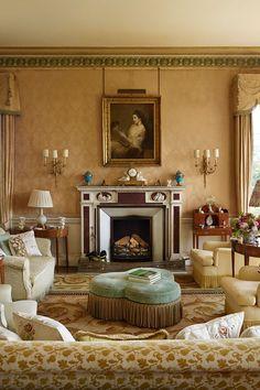 Traditional Living Room Damask Wallpaper