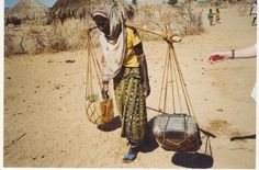 Foto: Manos Unidas Golf Bags, Women In Africa, Hands, Day Planners