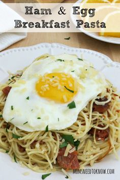 Breakfast pasta is becoming more popular and this recipe can be made with ham or bacon. The runny yolk acts as a sauce for the pasta and is so yummy! Egg Recipes, Brunch Recipes, Breakfast Recipes, Bacon Breakfast, Breakfast Ideas, Dinner Recipes, Make Ahead Breakfast Casserole, Ham And Eggs, Bacon Pasta
