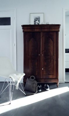 Would you like to set up a multifunctional living room? - Home Decoration Bedroom Wardrobe, Wardrobe Closet, Retro Stil, Closet Designs, Multifunctional, Bedroom Furniture, Armoire, Ikea Pinterest, Living Room