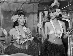 Gilligan's Island - Ginger and Mary Ann - Waiting for Watubi : OldSchoolCool Black And White Picture Wall, Black And White Pictures, Mary Ann And Ginger, Tina Louise, Tiki Lounge, Island Girl, Classic Tv, Hottest Photos, Cool Kids