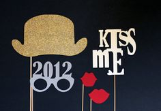 Love these photobooth props for Grad Night! Diy New Years Party, New Year's Eve Party Themes, New Year's Crafts, Holiday Crafts, Photo Booth Backdrop, Photo Props, New Year Photos, New Years Eve Weddings, Nye Party
