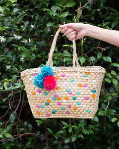 เพนต์กระเป๋าสานให้เก๋ไม่ซ้ำใคร  Painted Straw Tote Bag